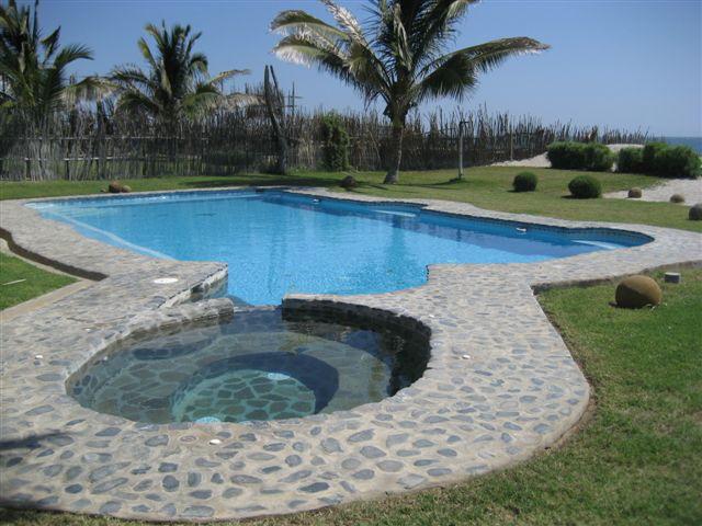 Fotos mancora imagenes images mancora vichayito 2007 for Casas en alquiler en la playa con piscina